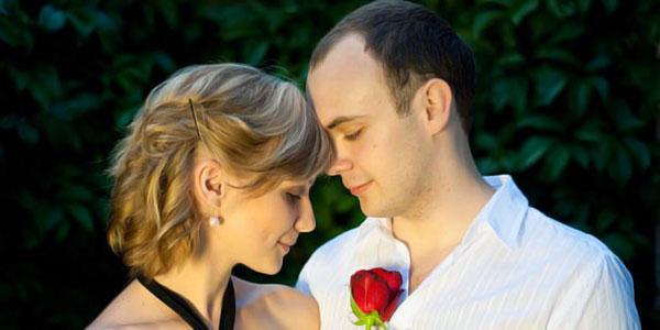 casal com flor